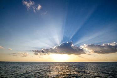 sun-setting-over-ocean_373x.progressive